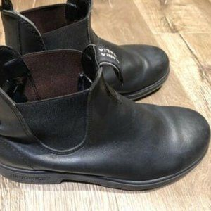 Blundstone boots size 7.5 AU